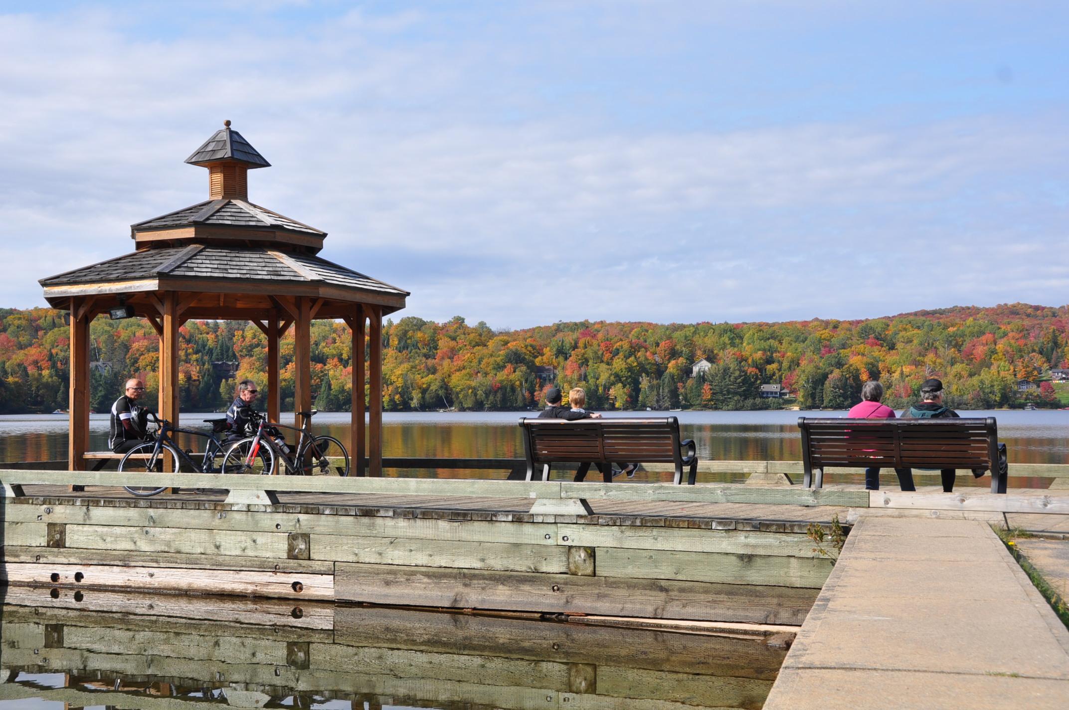 Parc r cr atif de v los ville de mont tremblant for Lac miroir mont tremblant